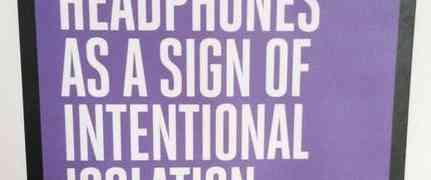 Respeta mis auriculares como señal de aislamiento intencional